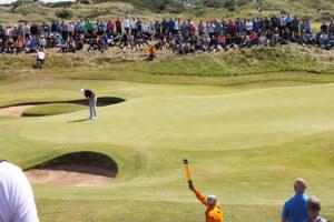 Golfprofi vor Publikum